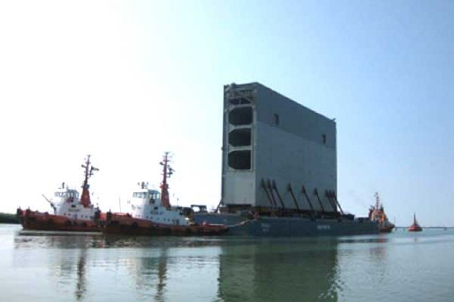 Lock gates for Panama Canal begin long haul from Italy