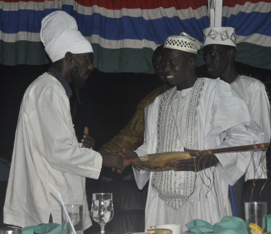 SIZZLA KALONJI CULTURAL AMBASSADOR TO THE GAMBIA RECEIVES AWARD